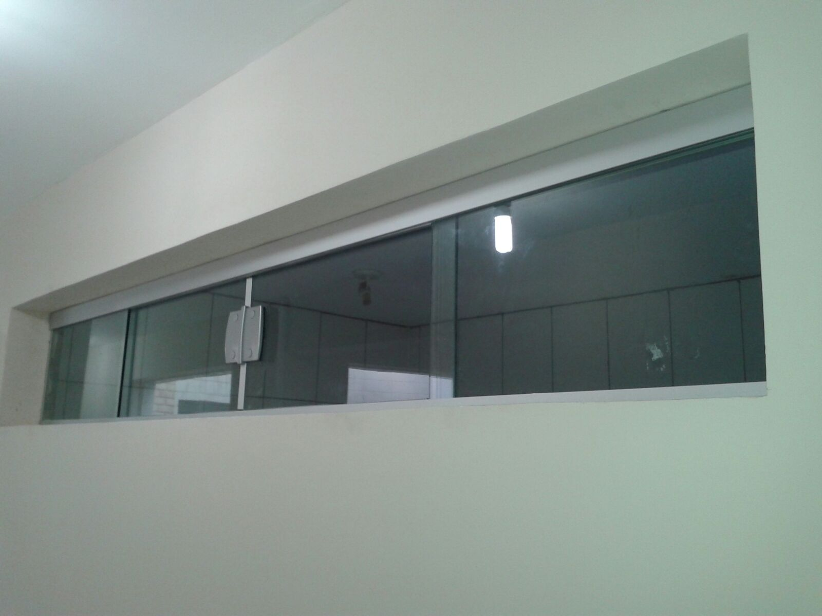 #455357 Janela de vidro temperado incolor com fechadura condomínio JK 116 Janelas De Vidro Em Sao Luis Ma