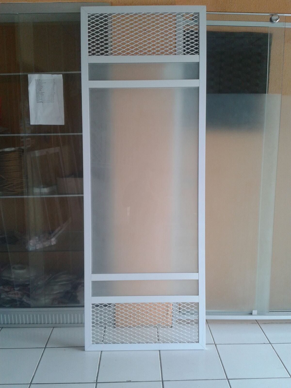 #806649 porta de alumínio branco com tela galvanizada sacada de vidro 1472 Tela Mosquiteiro Para Janela De Aluminio